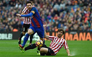 梅西(左)为巴萨打进了27粒直接任意球,独占巴萨队史第一任意球手的位置。(LLUIS GENE/AFP/Getty Images)