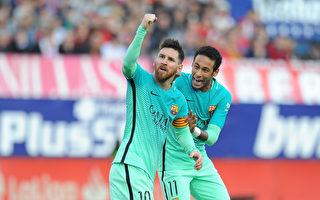 关键时刻,梅西(左)打进制胜球,挽救了巴萨。(Denis Doyle/Getty Images)