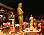 2月16日主办单位抢先公布奥斯卡令人垂涎的晚宴菜单。现场展示20多种各式甜点,洋溢着幸福的甜蜜。(刘宁/大纪元)