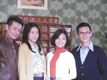 演员们穿上60年代衣服开镜。(陈秀媛/大纪元)