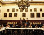 1月24日,費城市長肯尼(中)參加了第一屆多元文化媒體圓桌會議。(圖由費城市長辦公室Samantha Madera提供)