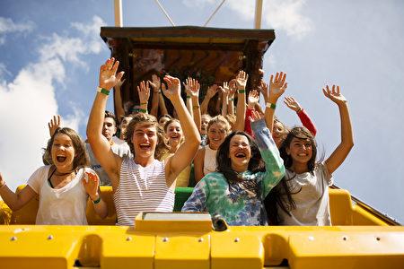 Funfields已成为最受墨尔本人喜爱的主题乐园。公园以多种陆上滑道和激流滑道为特色,配有众多酷乐又安全的娱乐设施。(Funfields提供)