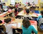 一名学习中文数十年的老外通过自身经验总结出老外应该学习中文的五大理由。图为加州一所学校的孩童正在学中文。(ROBYN BECK/AFP/Getty Images)