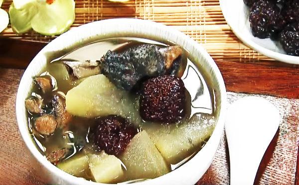 黑枣杜仲乌骨鸡冬瓜汤可以利尿补肾。(谈古论今话中医提供)