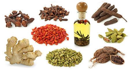 用其它調味料調味,可減少鹽的食用。(Fotolia)