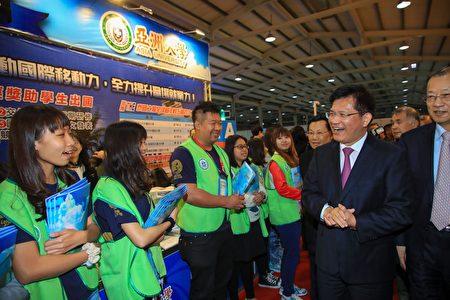中部首届大学博览会24日展开,规划4大展区、逾50所大专院校参展。(黄玉燕/大纪元)