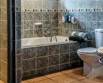 对把电子产品带进浴室,人们需要警惕。(Pixabay)