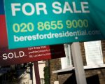 人口学家表示,未来十年内美国部分地区,需要新来者填补三分之一的屋主数量。 (Justin Tallis/ Getty Images)