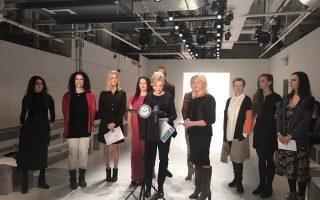 十位來自紐約的時裝設計師週三在Skylight Clarkson廣場,為紐約秋冬時裝週做最後準備。 (柯婷婷/大紀元)
