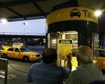 兩州港口局擬定未來將向往來大紐約地區機場的出租車收取額外費用。 (Michael Nagle/Getty Images)
