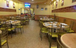 靠天吃飯的餐館,暴風雪天氣下,生意不佳。 (蔡溶/大紀元)