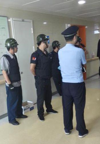 安徽靈璧縣一名交警張李忠,在江蘇省人民醫院二院院區做了「縮胃減重」手術後死亡。院方採取威脅恐嚇的暴力手段處理醫療事故和醫患糾紛。(網絡圖片)