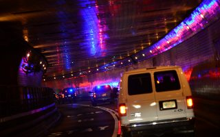 """周一川普表示,纽约的林肯隧道和中城隧道是全国""""最危险""""的交通设施之一。 (Emmanuel Dunand/Getty Images)"""