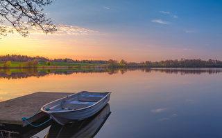 父亲带我们弟兄俩去钓鱼,八成是他老人家以重温儿时旧梦的方式,治疗他那浓浓的乡愁。(fotolia)