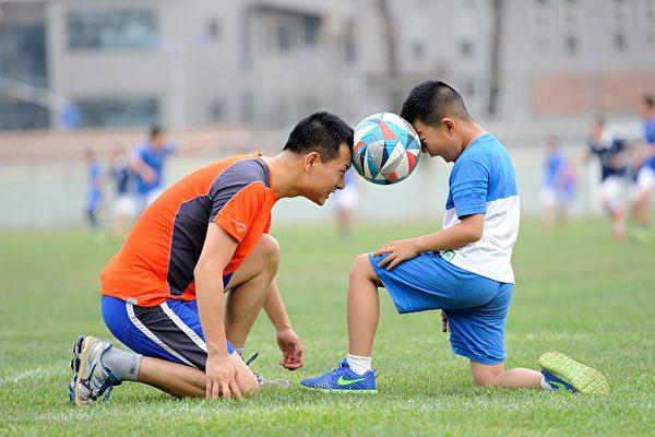 运动不只是能增强免疫力,还能帮助分泌脑内吗啡,改善情绪。(Shutterstock)