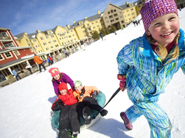 雪上运动容易提高孩子的交际能力。(Okemo滑雪渡假村提供)