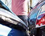"""发生车祸后很多人为了省事,而选择""""私了"""",但却忘记一件最重要的事。(Shutterstock)"""