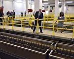2016年9月14日,当时身为共和党总统候选人的现任美国总统川普(特朗普)参观密歇根州弗林特水厂。 (AFP PHOTO / MANDEL NGAN)