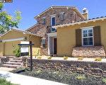 在抢手的交易中,低于开价15,000美元买到2013年建成的亮丽房子。(旧金山三谷地产经纪Jean Zhu提供)
