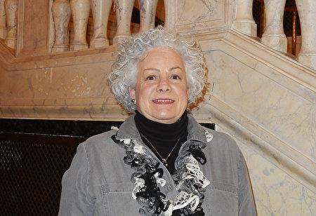 2017年3月19日下午,花藝設計藝術家Dawn Rowe觀看了美國神韻北美藝術團在美國康乃狄克州沃特伯里的派雷斯劇院(Palace Theater)的第三場演出,表示她得到了藝術靈感和啟發。(衛泳/大紀元)