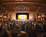 神韻世界藝術團3月4日在波士頓博赫王安劇院(Boch Center Wang Theatre)成功上演今年在波士頓兩天四場的首場爆滿。演出結束,觀眾熱情鼓掌。(艾文/大紀元)