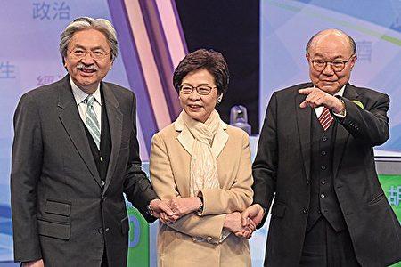 三名候选人在这场电视直播辩论前互相握手。(大纪元)