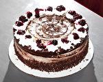 自制的樱桃黑森林蛋糕。(大纪元图片)