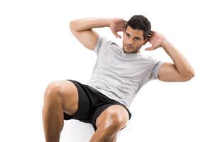 仰卧起坐可以增强腹部肌肉的力量与弹性。(Fotolia)
