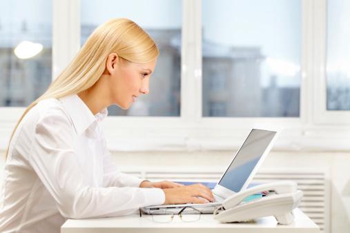 根据分析,Email结尾敬语会影响收件者的回信意愿。(Fotolia)