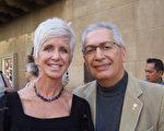 心理学教授John Corey和太太Kim Corey观看了美国神韵演出。(于丽丽/大纪元)