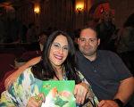 3月25日下午, CBS娱乐节目制作部经理Nachole Seikaly与先生Sean baker为庆祝结婚六周年纪念日,从洛杉矶驱车百里前来圣巴巴拉市观赏神韵国际艺术团在美国南加州圣巴巴拉格兰纳达剧院的第二场演出。(大纪元/李清怡)