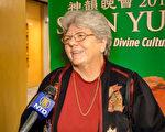 一家私立輔導公司的老闆Karen Dawson女士表示,很高興神韻藝術團把中國古典舞這種藝術形式不斷傳承下去。(新唐人電視台)