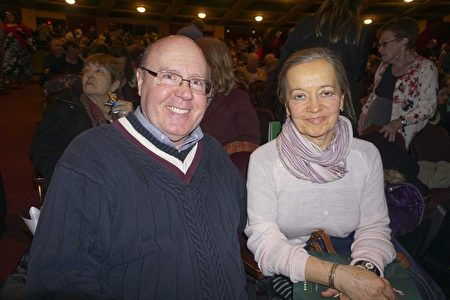 2017年3月5日,財富500強公司之一的Johnson Controls高級工程師Nicholas Ruppert和太太觀看了神韻巡迴藝術團在威斯康辛州密爾沃基劇院(Milwaukee Theater)的壓軸演出。 (唐明鏡/大紀元)