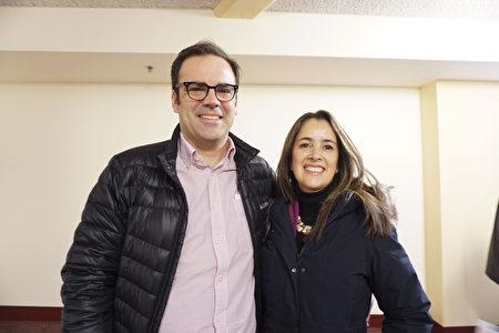 3月5日,百年摩托車品牌哈雷(Harley-Davidson)董事Ignacio de Isusi和太太Monica Chinchilla觀看了神韻巡迴藝術團在威斯康辛州密爾沃基劇院(Milwaukee Theater)的壓軸演出。 (溫文清/大紀元)