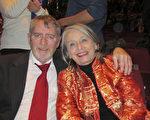 Linda Brannan女士和丈夫Tom Brannan观看了3月5日下午美国神韵国际艺术团在丹佛表演艺术中心布尔剧院的演出。(麦蕾/大纪元)