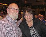 Pam Birkholz女士和丈夫Bill Birkholz先生一同观看了3月5日下午美国神韵国际艺术团在丹佛表演艺术中心布尔剧院的演出。(麦蕾/大纪元)
