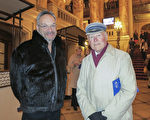 大學歷史教授Eugene Cox先生和Dan Berger先生欣賞完演出後,興奮不已。Cox說:「法輪功傳遞的人生哲理讓我觸動。」(林南宇/大纪元)