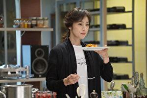 天海祐希透露自己私下也会下厨,靠料理纾压。(纬来日本台提供)