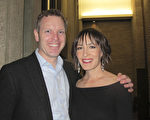 3月7日晚,高级副总裁Wolfgang Fritz和妻子Michelle Molnar一同观看了神韵在图森的演出。(麦蕾/大纪元)