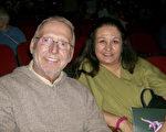 Skip Pauze先生和太太观看神韵后表示,神韵的舞蹈家们都是顶级的。他们对神韵的整个制作心生敬佩。 (于丽丽/大纪元)