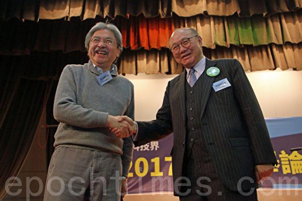 特首候选人曾俊华及胡国兴出席由资讯科技界选委举行的选举论坛。(蔡雯文/大纪元)