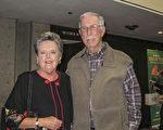 Del O'Rourke先生携夫人Kay O'Rourke观看了3月8日晚上神韵在图森的演出。(麦蕾/大纪元)