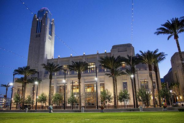 2017年3月10日晚,美国神韵国际艺术团在美国内华达州拉斯维加斯著名的斯密思表演艺术中心雷诺剧院进行了当地2017年度的首场演出。(季媛/大纪元)