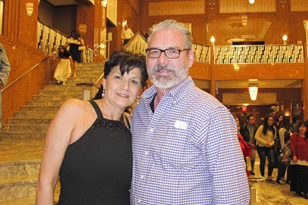 3月11日晚上,Green夫妇一起前来观看了神韵国际艺术团在拉斯维加斯的斯密思表演艺术中心的第三场演出。(麦蕾 大纪元)