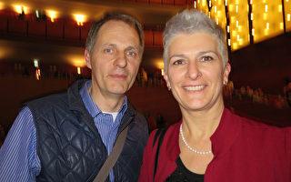 医药专家Bitto Alberto先生3月12日在米兰观赏了神韵演出。(文华/大纪元)