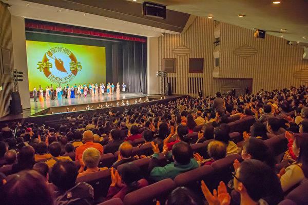 2017年3月13日晚上,美國神韻紐約藝術團在高雄文化中心的演岀幕。(羅瑞勳/大紀元)