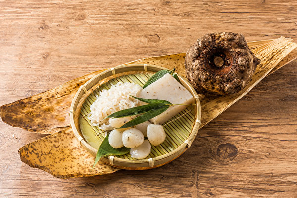 魔芋(蒟蒻)不仅是强效减肥食品,还具有降血糖、降血脂、降胆固醇和血压、改善便秘等诸多养生功效。(shutterstock)