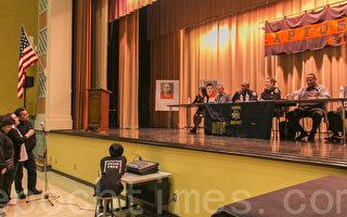 社區居民在向臺上的市議員和警局、防止罪案資源中心、地檢署的官員們反映近來的治安問題。(李霖昭/大紀元)