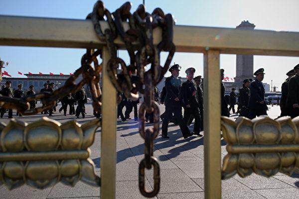 中共军委发文件规定军级以上军官待遇。(Feng Li/Getty Images)