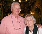 结婚60年的老夫妇Herman Swanson和太太Nancy Swanson庆幸他们没有错过神韵。(于丽丽/大纪元)